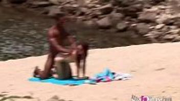 แอบเย็ด แตกใน เย็ดในชายหาด เย็ดหีสด เย็ดสด