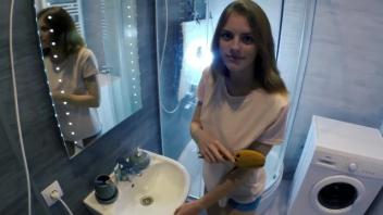 แอบเย็ด แตกในหี เย็ดในห้องน้ำ เงี่ยนหี หีน้องสาว